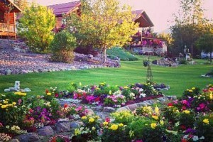 Upscale Cabins at Value Prices near Glacier : Exceptionally-priced cabins for Glacier visitors. Balcony & decks showcase wildlife, enjoy fishing & rafting down the street. Glaciers Mountain Resort - West Glacier