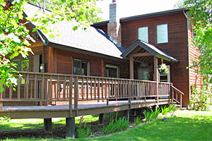 Bailey's Bed n' Bale - Vacation Cabin Rental for 8