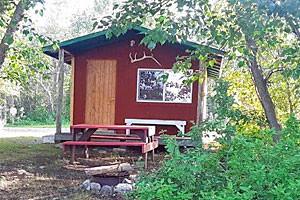 Glacier Elkhorn Cabins & Camp - East of Waterton