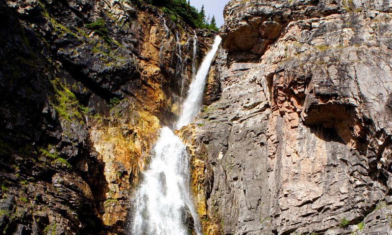 Apikuni Falls Trail in Many Glacier